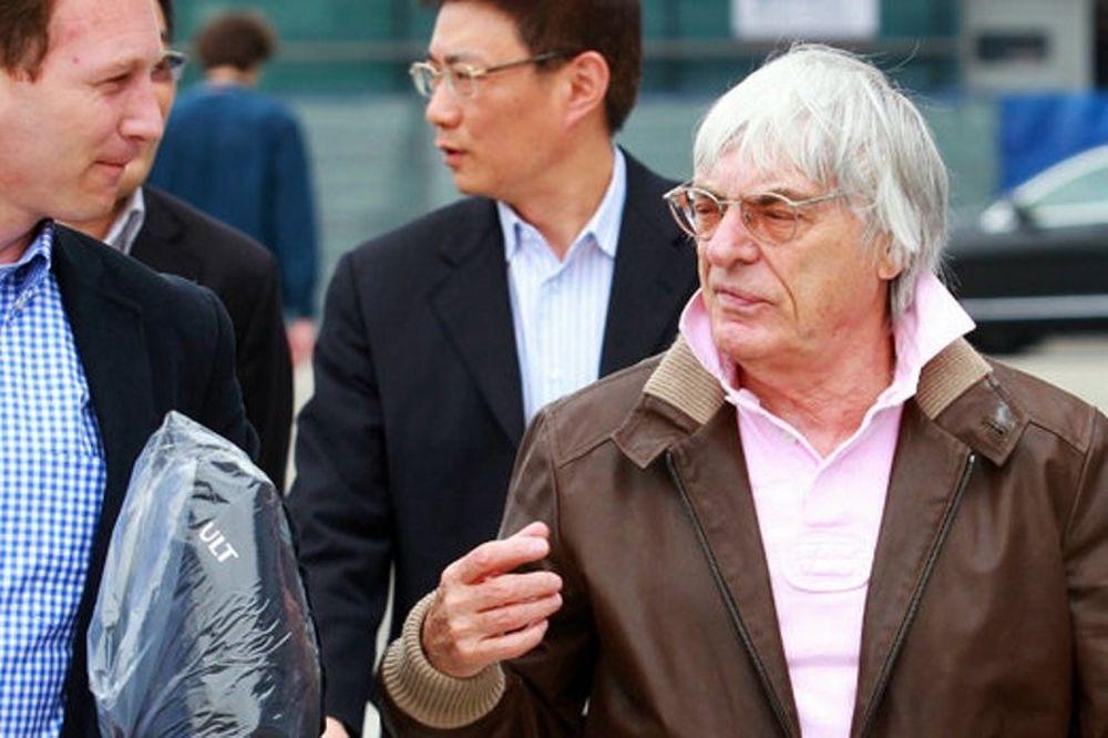 Χόρνερ: «Ο Φέτελ θα μείνει στη Red Bull»