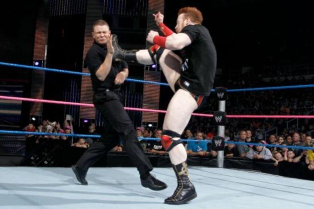 SmackDown: Δεν κρατήθηκε ο Sheamus (photos + videos)