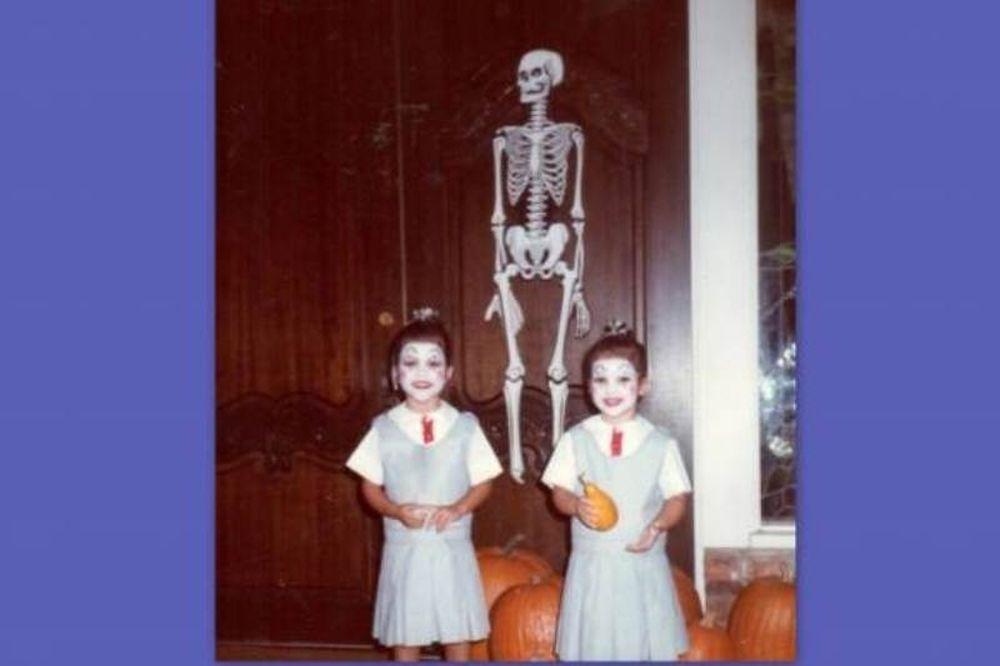 Αναγνωρίζετε τις αδερφές της φωτογραφίας;