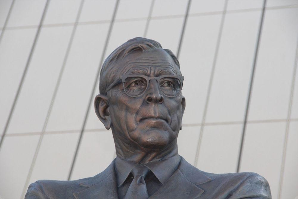 NCAA: Άγαλμα του Γούντεν από UCLA