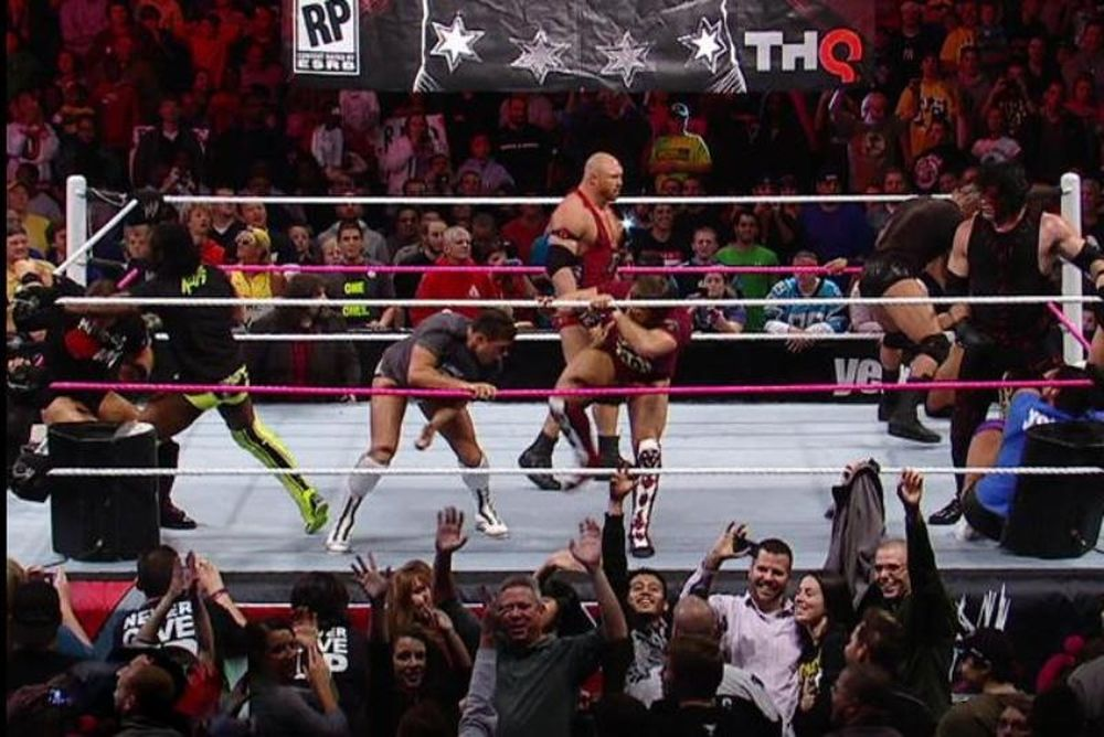 Raw Supershow: Team Punk vs Team Foley (photos + videos)