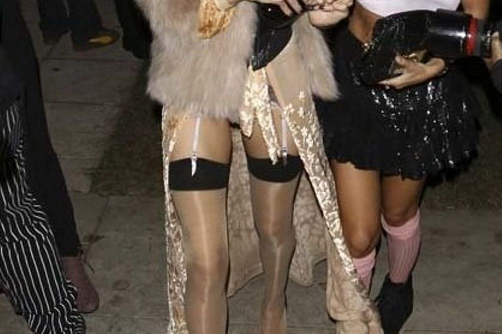 Ποιο μοντέλο πήγε με τα εσώρουχα σε Halloween πάρτι;