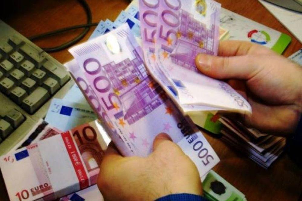 Προσπάθησε να περάσει απαρατήρητος με 25.000 ευρώ στο... εσώρουχό του