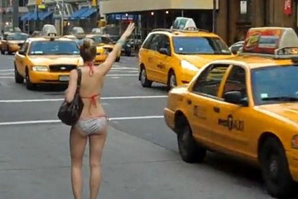 Βγήκε... πιάτσα για ταξί με το μπικίνι (video)