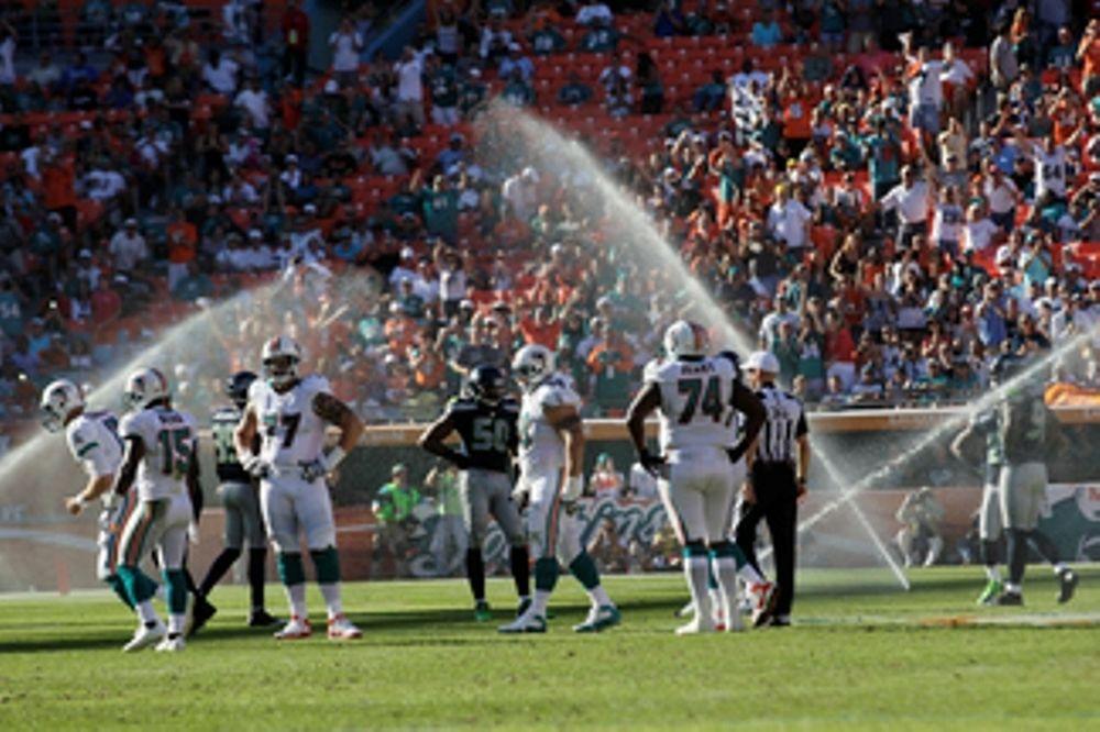 NFL: Άνοιξαν τα ποτιστήρια εν ώρα αγώνα! (videos+photos)