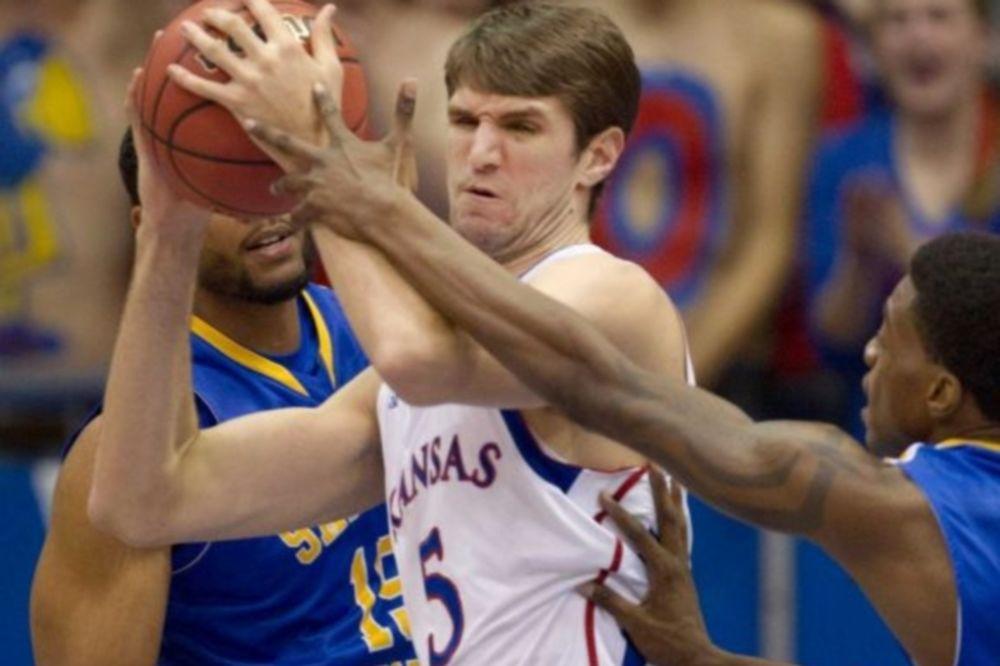 NCAA: Triple-double για Τζεφ Ουίτεϊ (video)