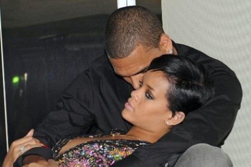 Πώς η Rihanna ρεζίλεψε τον Chris Brown και τον έκανε να σβήσει το twitter του;