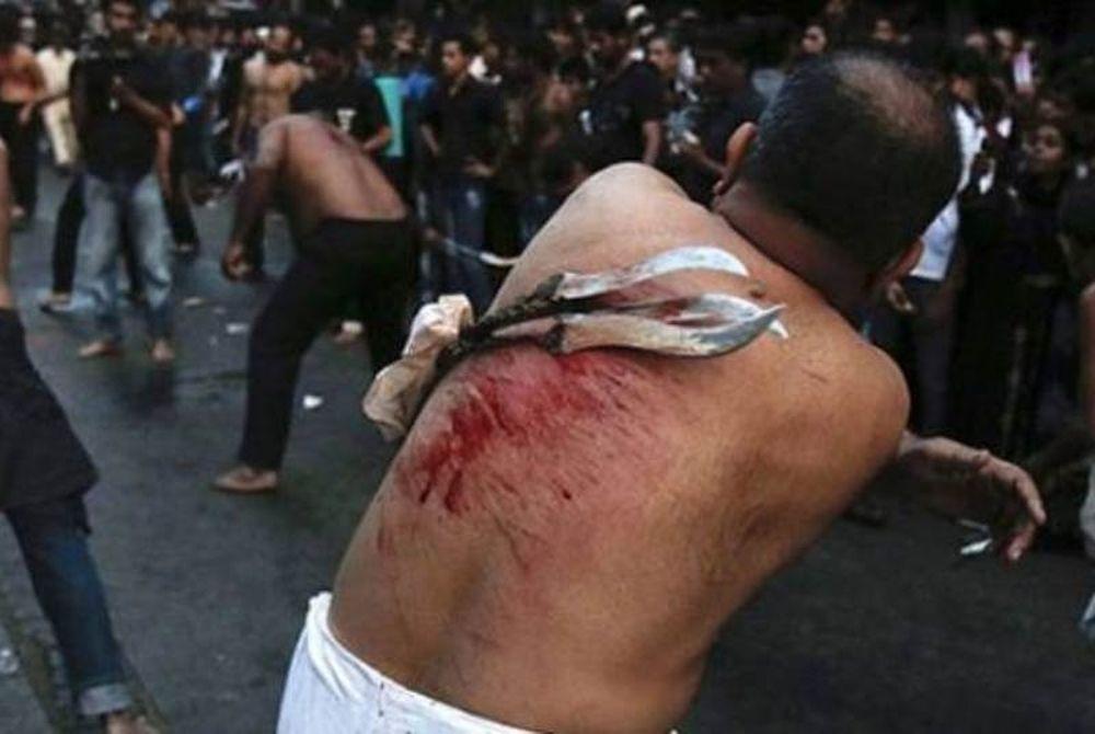 Μουσουλμάνοι αυτό-μαστιγώνονται στον Πειραιά