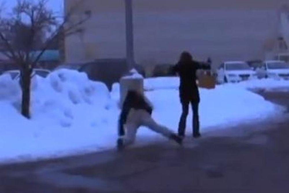«Ζεϊμπεκιές» στον πάγο (video)