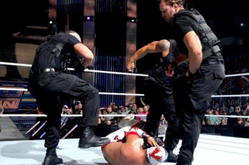 WWE: «Νυστέρι» για Sin Cara