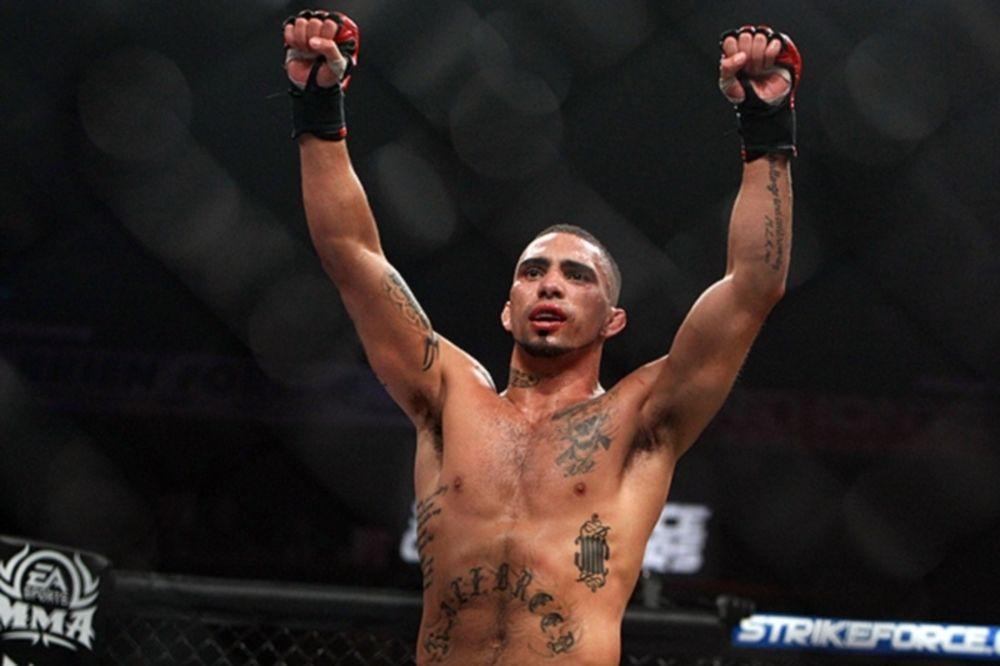 UFC 157: Νέα ενίσχυση από Strikeforce