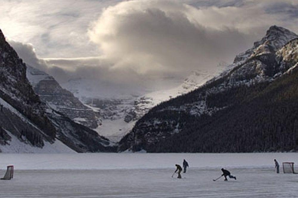NHL: Σκέψεις για αγώνα σε λίμνη (video)
