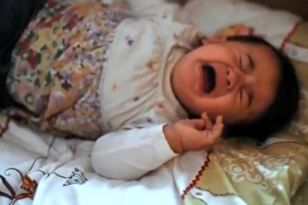 Απίθανο βίντεο: Οι 7 πιο απίθανοι τρόποι να κοιμίσετε το μωρό σας