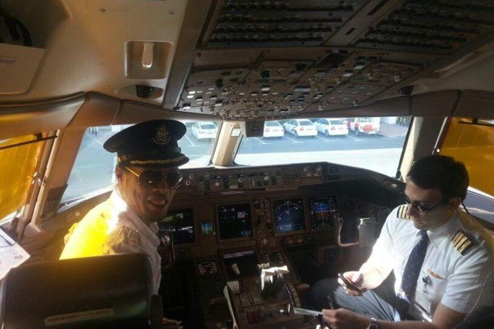 Πιλότος ο Ροναλντίνιο! (photos)
