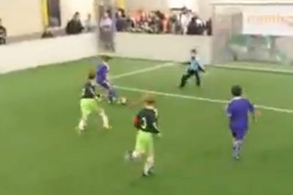 Άντερλεχτ: Ο... 8χρονος Μπέργκαμπ «έλαμψε» με Άγιαξ! (video)