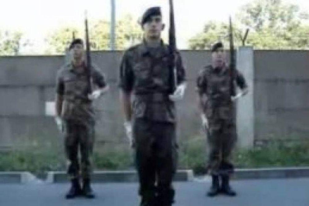 Γερμανοί στρατιώτες «ανέπτυξαν στήθος» λόγω ασκήσεων!