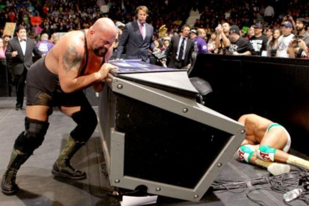 SmackDown: Νευριασμένος γίγαντας (photos+video)