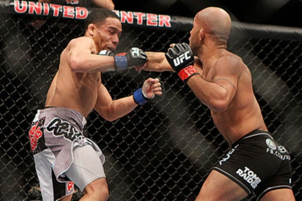 UFC on FOX 6: Επιβίωσε ο «Mighty Mouse» (videos)