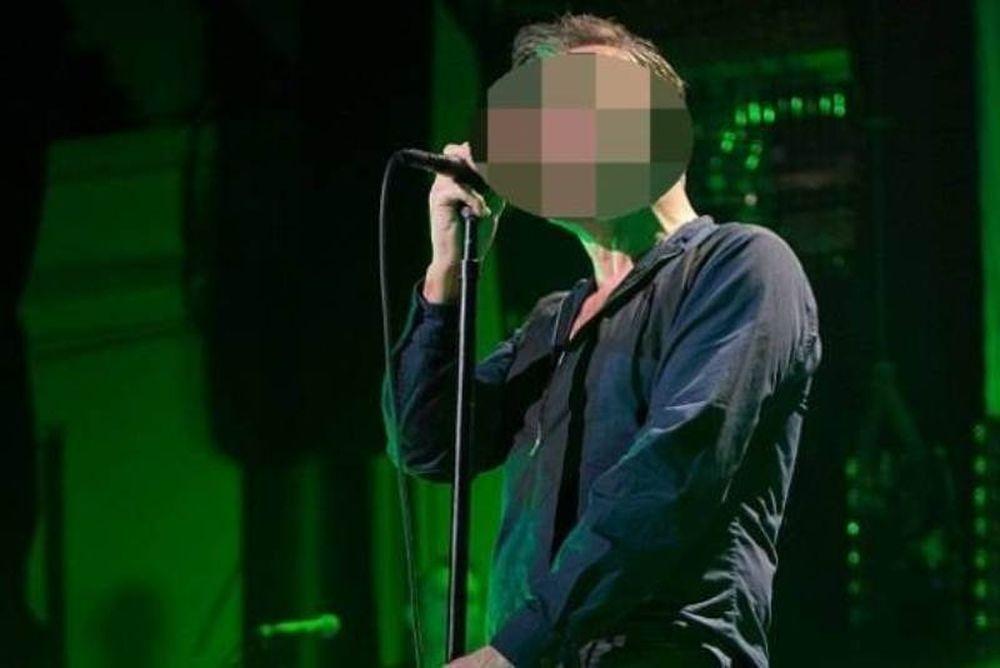 Διάσημος τραγουδιστής ανέβαλε την περιοδεία του αφού νοσηλεύεται με λοίμωξη!