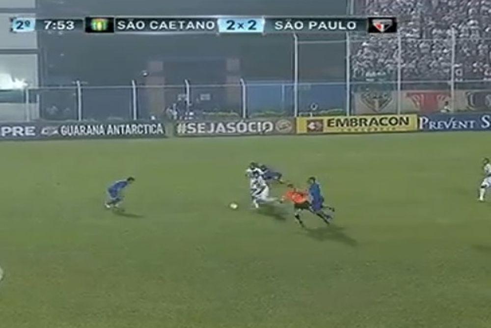 Σάο Καετάνο - Σάο Πάουλο: Παίκτης παρέσυρε τον διαιτητή! (video)