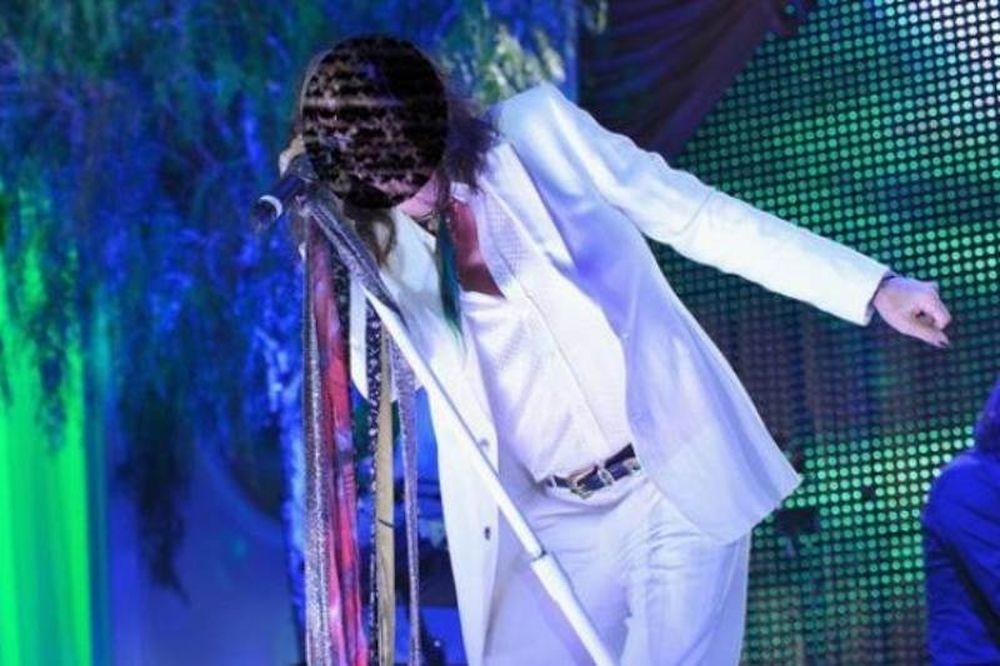 Διάσημος τραγουδιστής παραδέχεται: «Ξόδεψα 6.000.000 λίρες για κοκαΐνη στα νιάτα μου»
