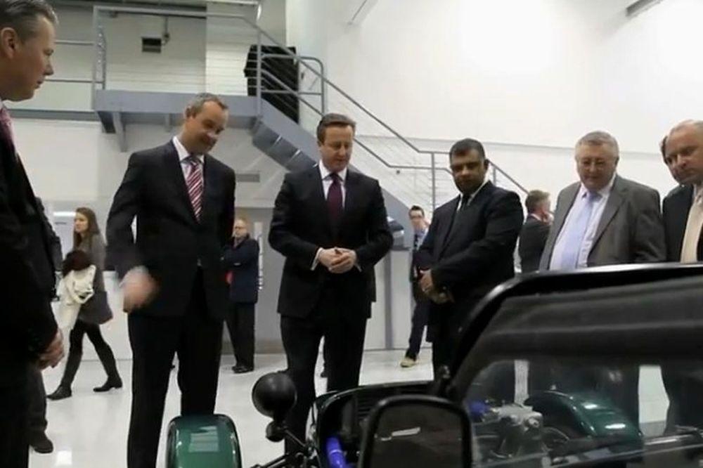 Caterham: Ο Κάμερον στο εργοστάσιο! (video)