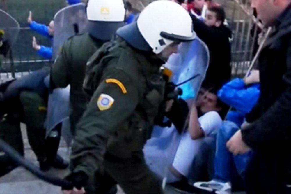 Επίθεση ΜΑΤ σε φίλους του Ιωνικού (video)