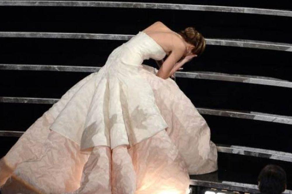 Όσκαρ 2013: Η άτυχη νικήτρια! Πήγε να παραλάβει το βραβείο της και έπεσε
