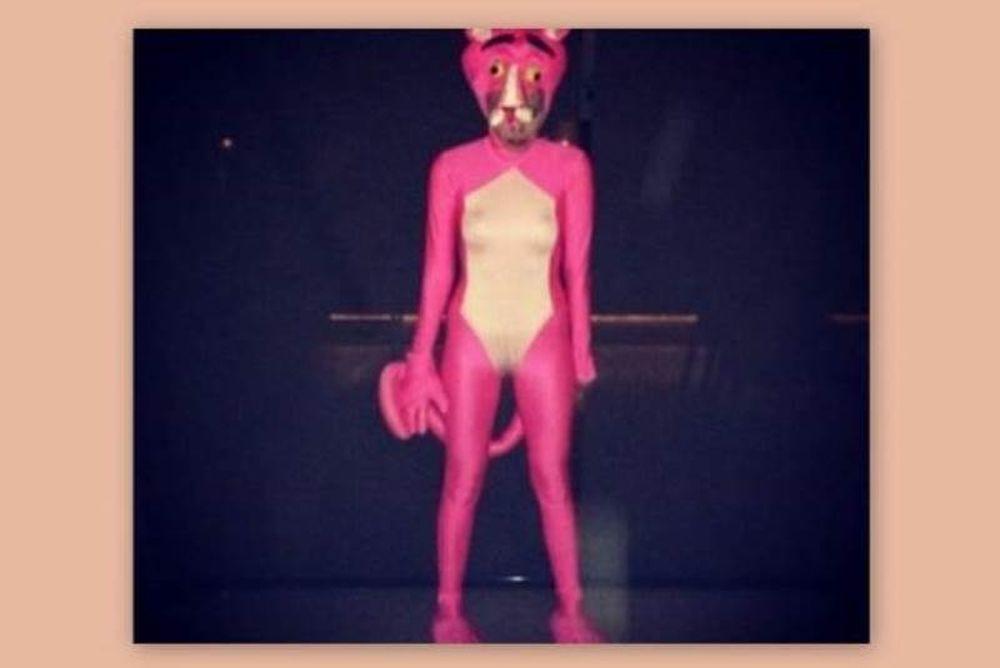 Γνωστή τραγουδίστρια ντύθηκε … ροζ πάνθηρας