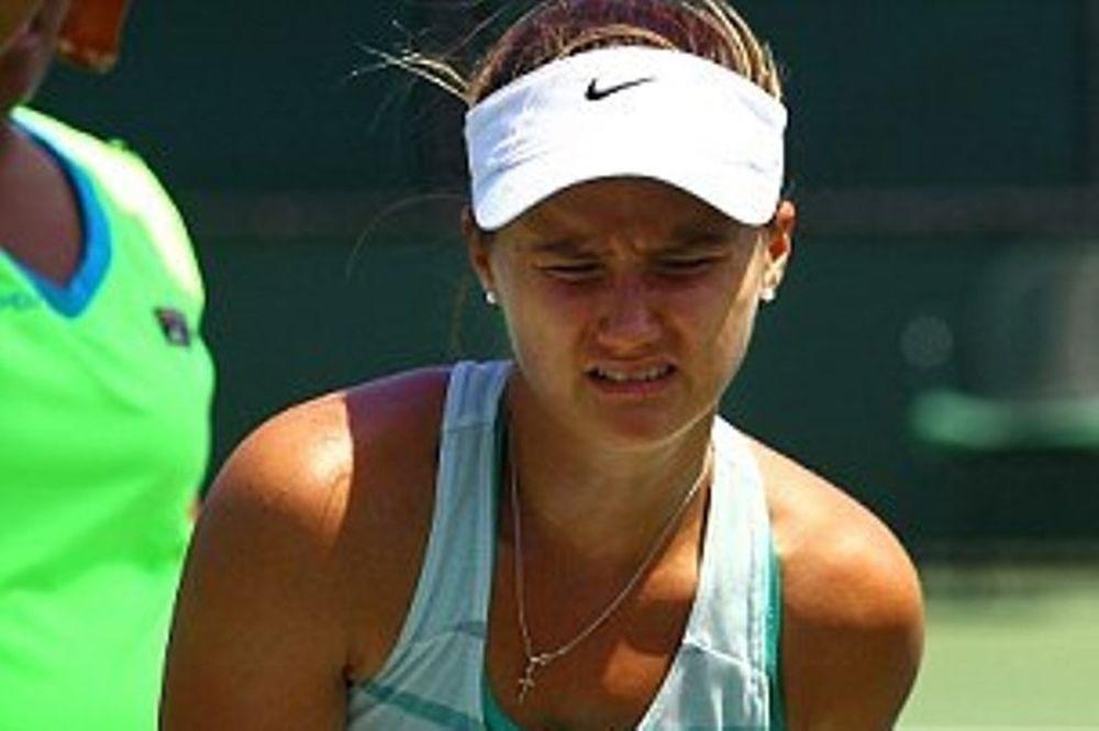 Τένις: Την τσίμπησε σφήκα στα οπίσθια! (photos)