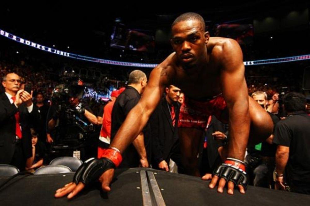 UFC: Λεκτικές μονομαχίες Jones με Sonnen με γεύση… αράχνης
