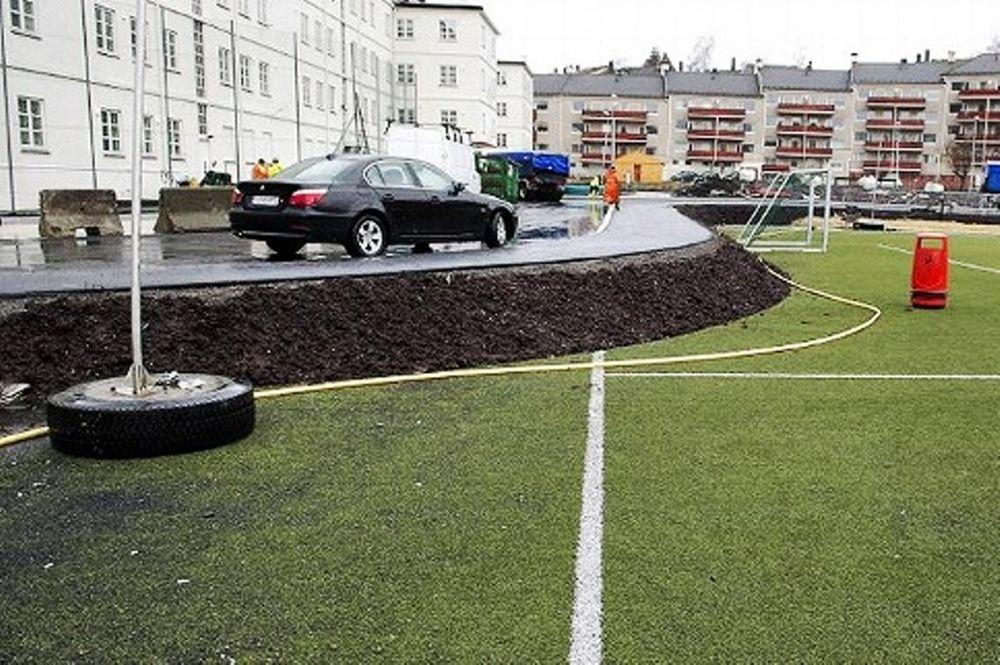 Νορβηγία: Έχτισαν δρόμο μέσα σε γήπεδο!