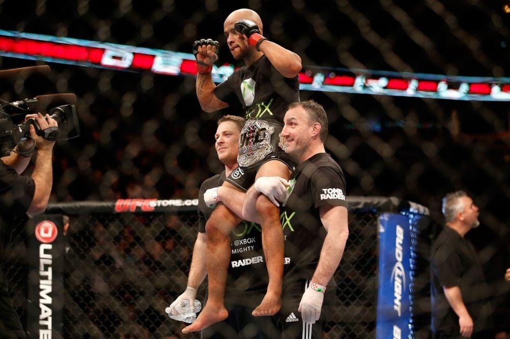 UFC on FOX 8: Main event τίτλου Flyweight