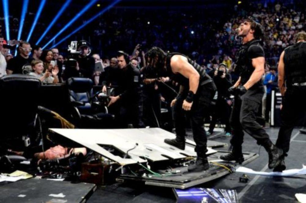 SmackDown: Οι Shield τελείωσαν και τον Undertaker (photos+videos)