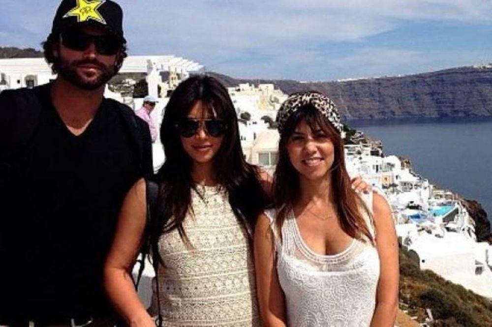 Οι αδελφές Kardashian στην Σαντορίνη