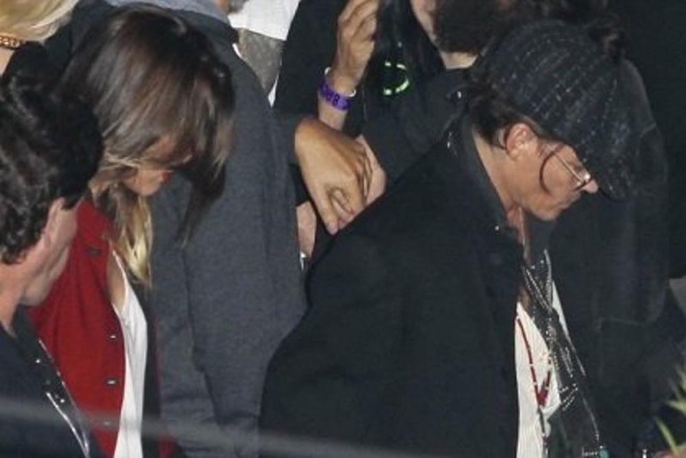 Johnny Depp και Amber Heard επίσημη έξοδος χεράκι-χεράκι!