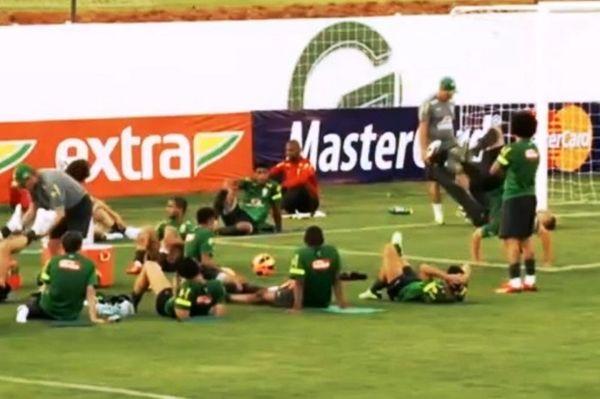 Βραζιλία: Μαθήματα Capoeira από Ερνάνες (video)