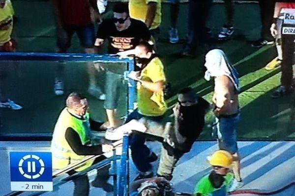 Ιταλία: Οπαδοί «όρμησαν» στους παίκτες της ομάδας τους! (video)