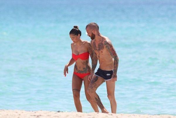 Η γυναίκα ποιου ποδοσφαιριστή έχει τα περισσότερα τατουάζ (photos)