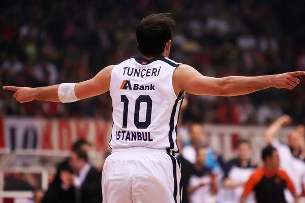 Αναντολού Εφές: Παρελθόν τρεις Τούρκοι