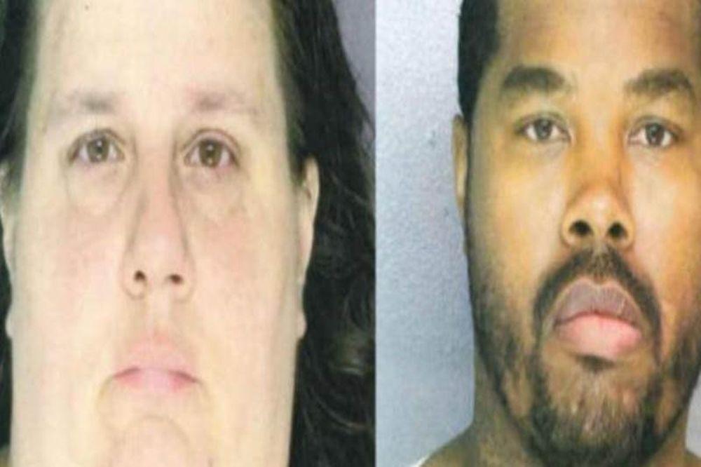 25 αστυνομικοί συνέλαβαν το παράνομο ζευγάρι στο πάρκο την ώρα που...