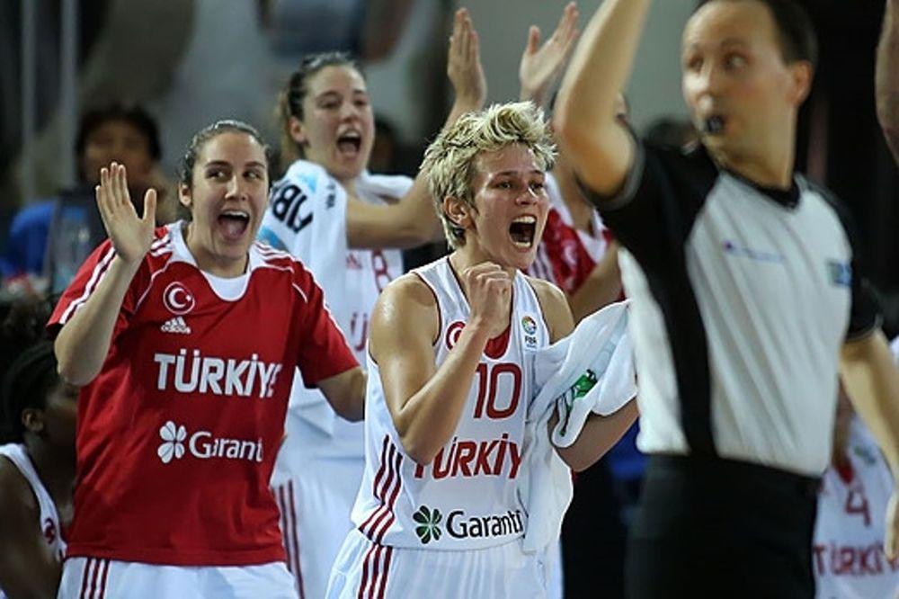 Ευρωμπάσκετ Γυναικών: Στα ημιτελικά Τουρκία και Γαλλία (video)