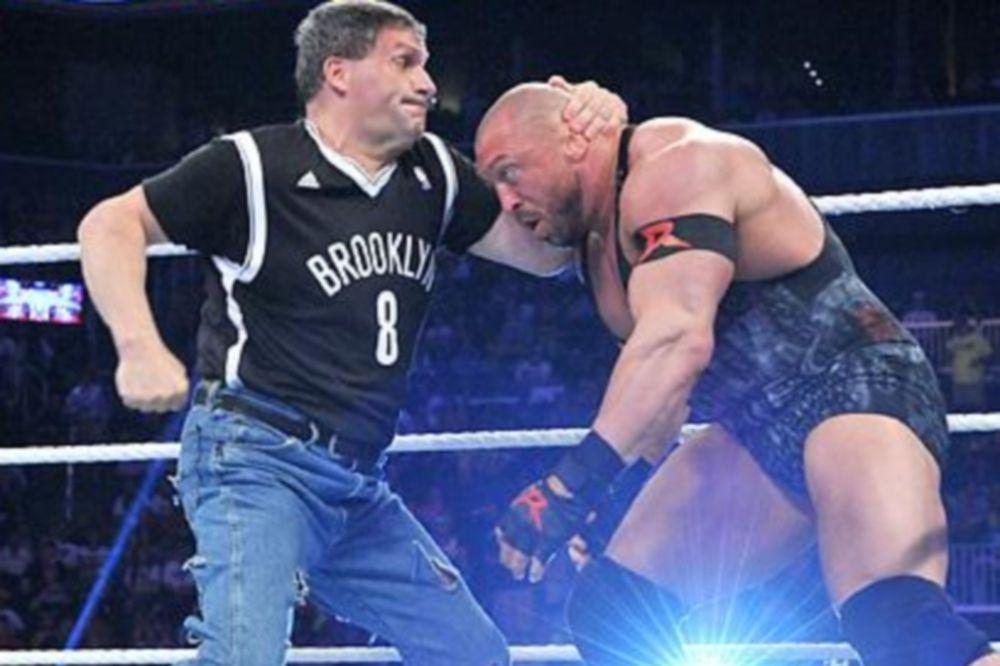 Superstars: Εμφάνιση Brooklyn Brawler (videos)