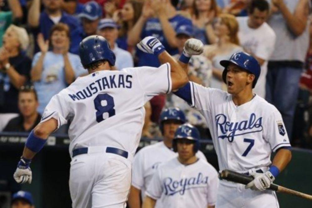MLB: Έλαμψε ο Μουστάκας για Ρόγιαλς (videos)