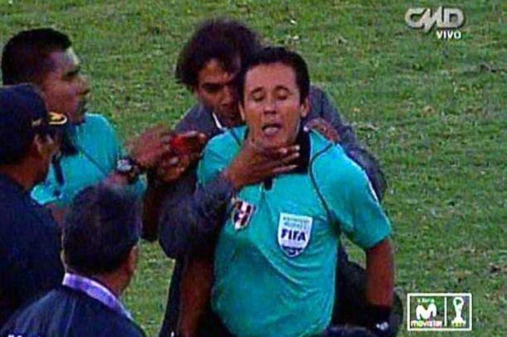 Περού: Προπονητής πήγε να «πνίξει» επόπτη! (video)