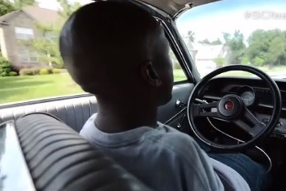 NASCAR: Δεν έχει χέρια, αλλά οδηγεί! (video)