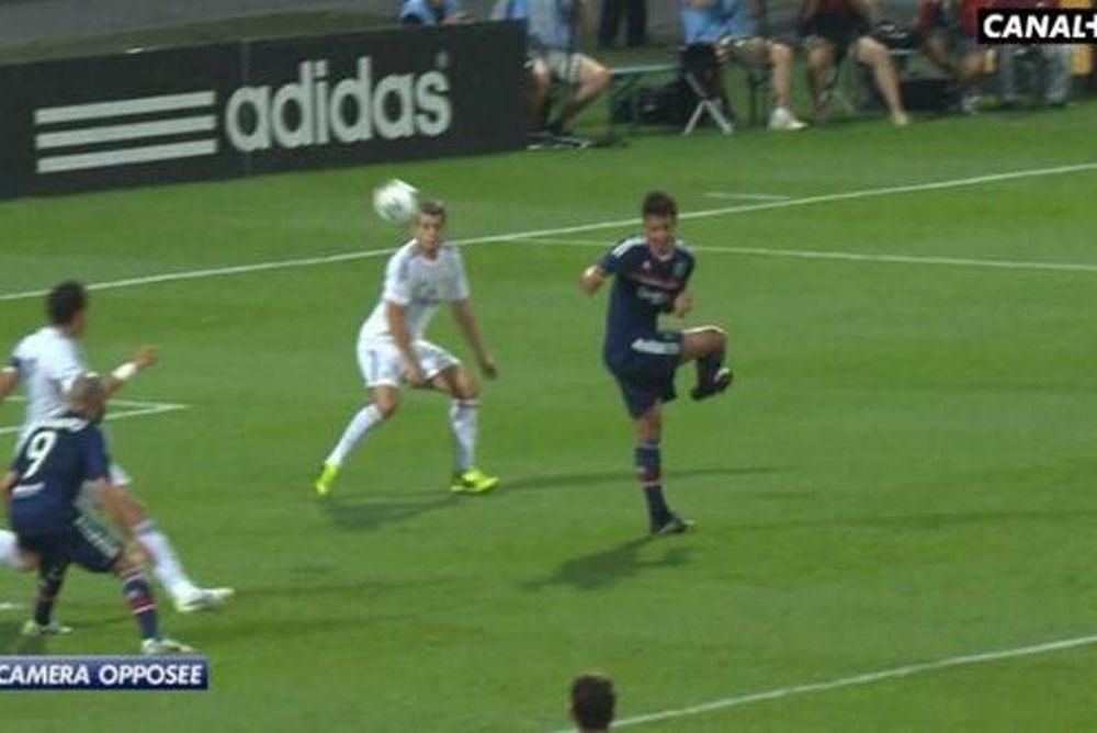 Λιόν: Έβαλε το γκολ του αιώνα χωρίς να… βλέπει! (video)