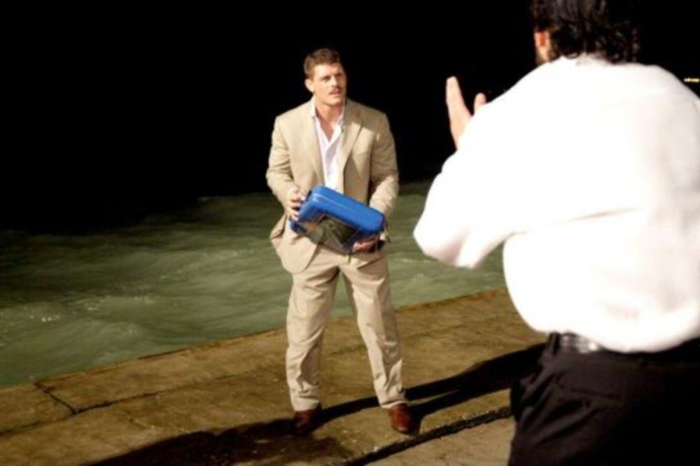 SmackDown: Βαλίτσα στη… θάλασσα (photos+videos)