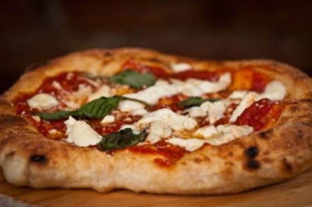 Η πίτσα πρωταγωνίστρια σε... περιστατικά οικογενειακής βίας