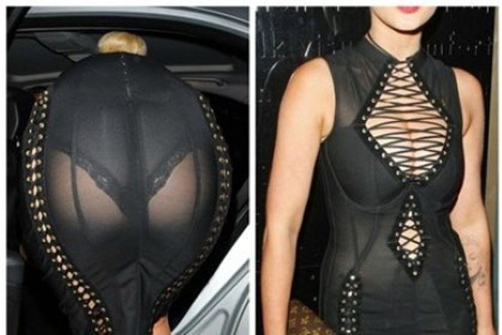Σχεδόν γυμνή: Ποια celebrity ξεσήκωσε σχόλια με το προκλητικό της φόρεμα;